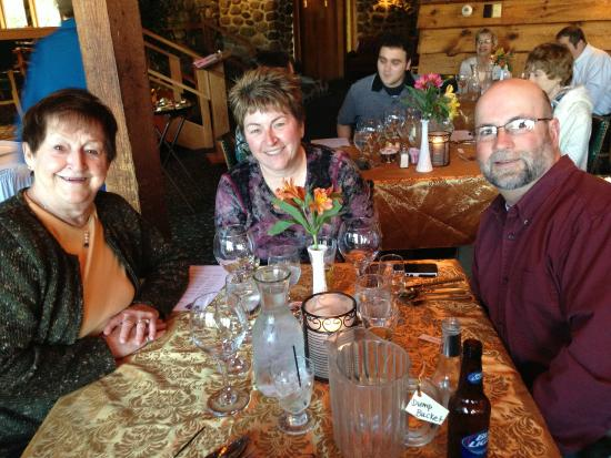 Holiday Acres Resort : Enjoying dining at the Three Coins Restaurant