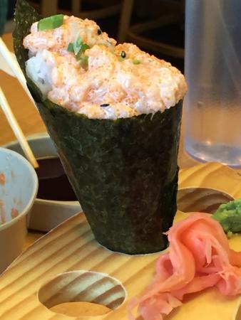 Ichiban Sushi: Scallop Hand Roll