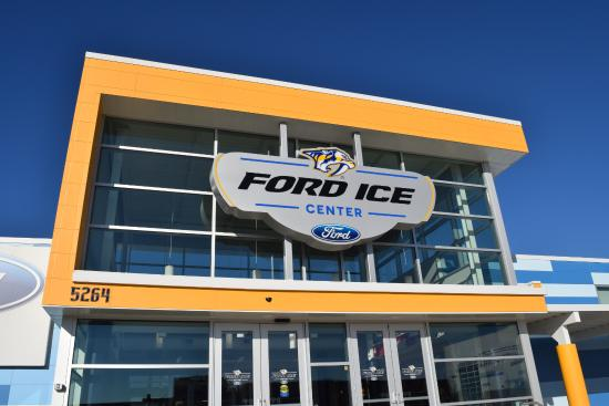 Entrada do Ford Ice Center