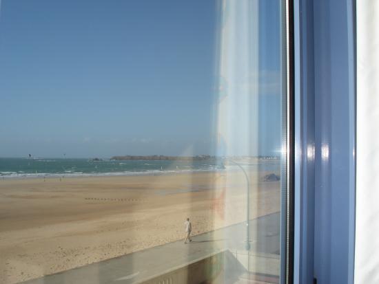 Le Grand Hotel des Thermes Marins de St-Malo : vue de la chambre