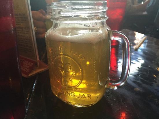 Handlebars Restaurant & Saloon : Best Blue Berry Wheat Beer ever!