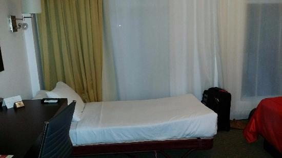 The Spanish Court Hotel Roller Way Bed Slept Great For My 62