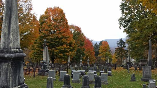 Bennington Centre Cemetery: Fall Foilage