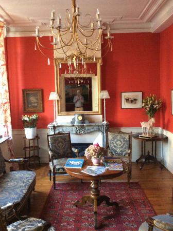 La Maison d'Hotes - La Corne d'Or: The front room - chill out, read, wait for your partner or guide etc