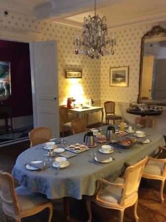 La Maison d'Hotes - La Corne d'Or: Breakfast was soooo good