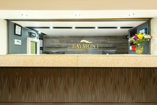 Baymont Inn & Suites Louisville East : Hotel Reception Check-in Lobby