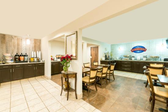 Baymont Inn & Suites Louisville East : Lobby / Breakfast Area