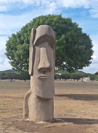 Ingram, TX: Easter Island Statue
