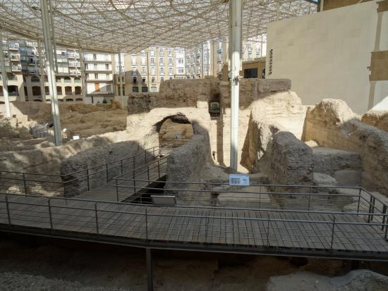 vista del teatro desde la calle - Picture of Museo del Teatro Romano de Caesa...