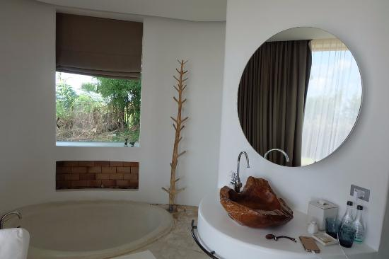 Sala Khaoyai: Bathroom area
