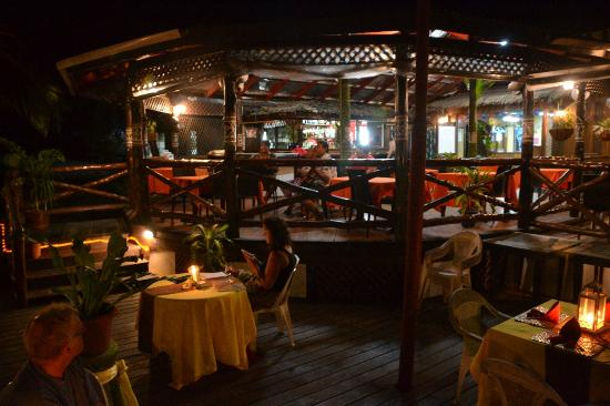 Asau, Samoa: Dining, indoors and outdoors