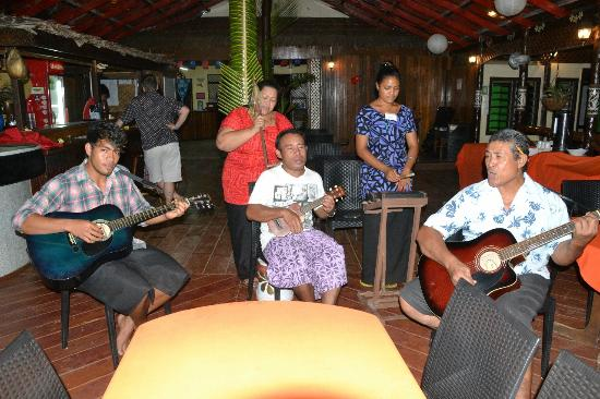 Asau, Samoa: Beautiful singing entertainment