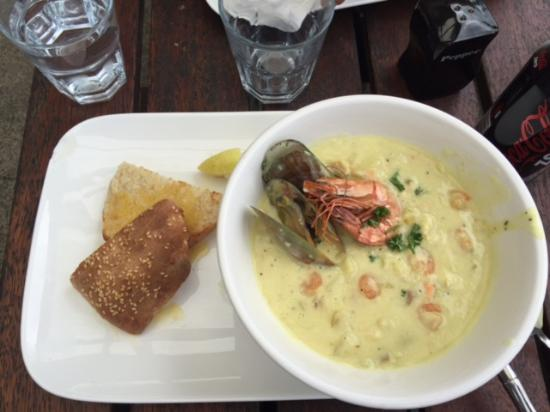 Koke pub and cafe: Best chowder in the country! VERY tasty!