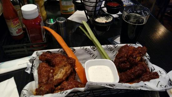 The Draft Sports Bar & Grill: Firehouse, Asian wings and a amnesia porter. Score!!!