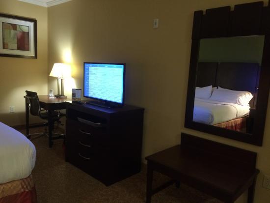 Holiday Inn Express & Suites Bonifay : TV wall
