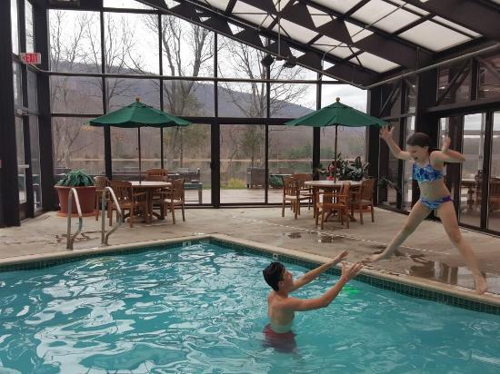 Flintstone, MD: The pool and hot tub