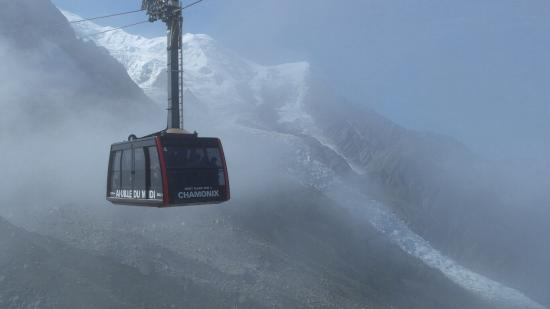 Le Vert Hotel: The lift from Chamonix.