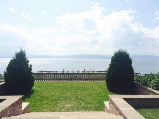 Shelburne Farms: The view from the lawn!