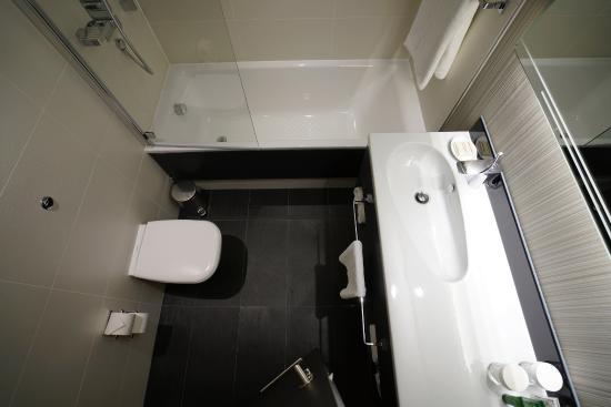 Simple Bathrooms Hounslow simple & clean bathroom - picture of hilton london heathrow