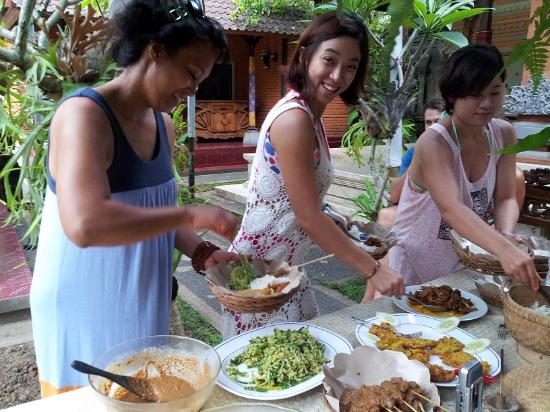 Pejeng, อินโดนีเซีย: Cooking Class at Swallow Guesthouse