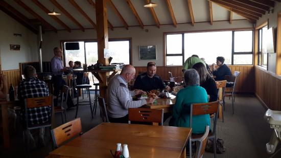 Fortrose, New Zealand: patrons at lunchtime