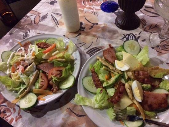 Twisted Mama's Restaurant & Bar : One chef salad split in two.  $140 pesos/ $8.42 U.S. at today's exchange rate.