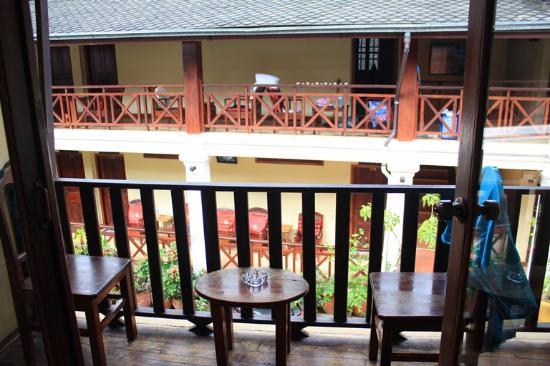 Phounsab Guesthouse: balcony, facing new block room
