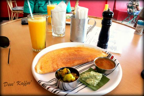 Anjuna, Indien: Masala Dosa with Orange Juice