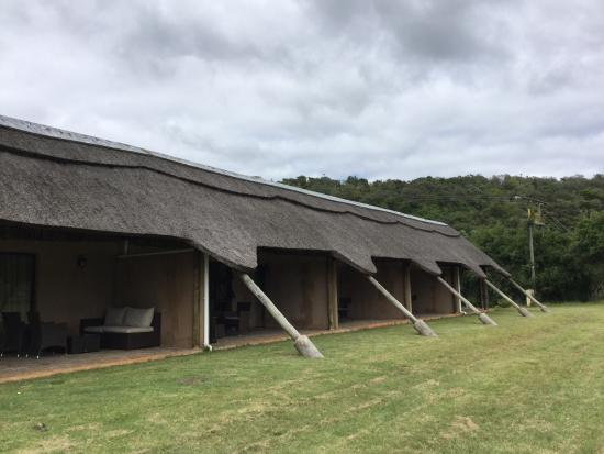 Mpongo Park Game Private Reserve: Beautiful lodges