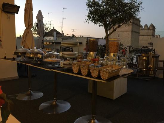 Terraza Con Desayuno Fotografía De Hotel Palacio Alcazar