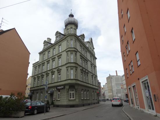 Hotel Jakober Hof : 外観ですがちょっと怪しいですがこの奥の別棟でした