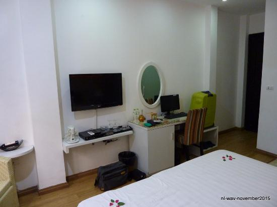 Splendid Star Suite Hotel: Beautiful room, complete with wide-screen tv and even a pc