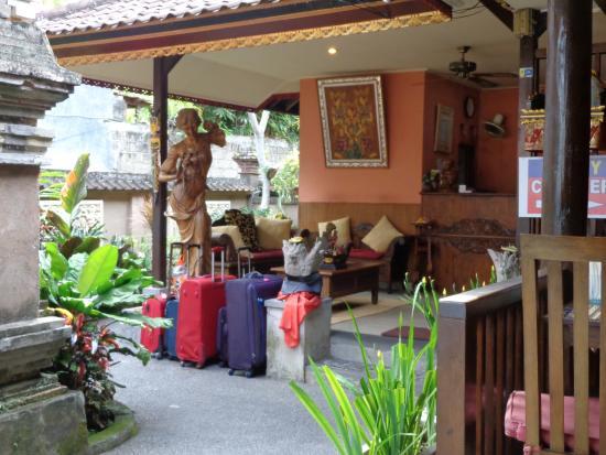 Sri Bungalows: Esterno Reception