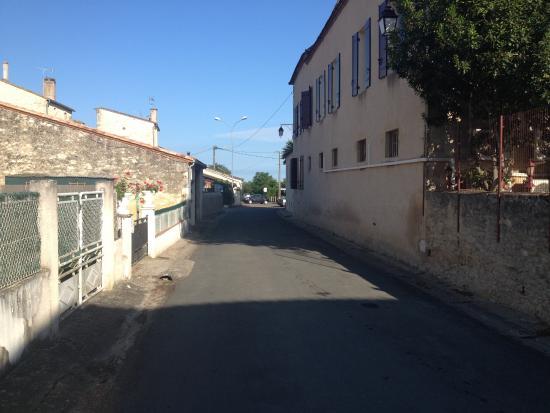 Logis Hostellerie des Ducs: zijstraatje