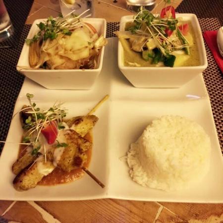 Giggling Squid Henley: Chicken Curry