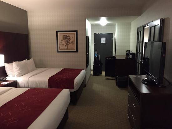 Comfort Suites Airport Tukwila: main room from the back