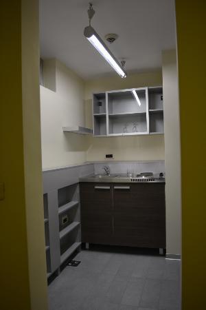 ZigZag Belgrade: Кухня в номере