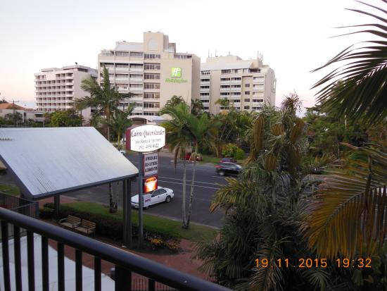 Cairns Queenslander Hotel and Apartments: View from the balcony