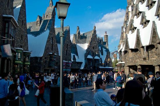 Universal Studios Japan: hogsmeade (Harry Potter attraction)