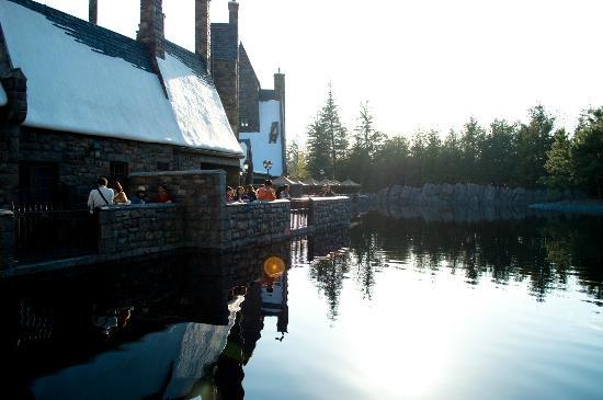 Universal Studios Japan: Great lake (harry potter attraction)