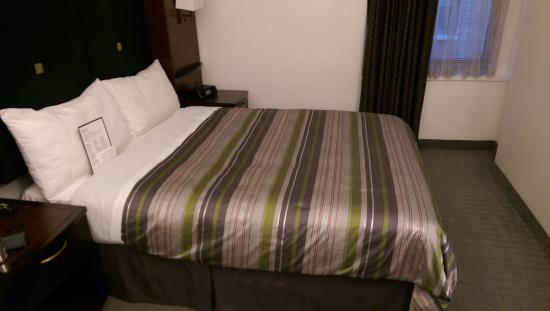 bed with nice pillows picture of club quarters hotel wall street rh tripadvisor co za