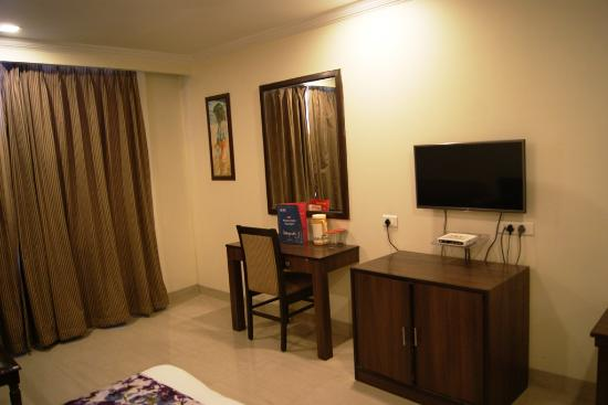 Aay Kay Hotel: Room
