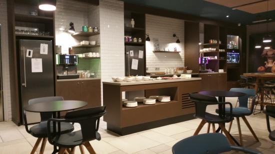 buffet aperitif et petit d jeuner photo de okko hotels. Black Bedroom Furniture Sets. Home Design Ideas