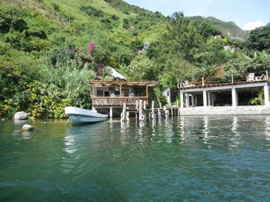 โรงแรมอิสลาเวอร์เด: view of the hotel from a boat