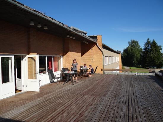 Ilmatsalu, Estonia: La grande terrassse face à l'étang