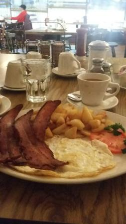 Crucetti's Restaurant: 4 piece of bacon breakfast!
