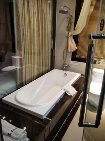 Morning Sun Hotel: nice bath