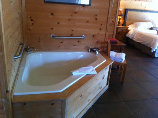 Cabins at Sugar Mountain: The jacuzzi tub