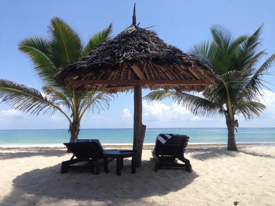 Shambani Cottages: The beach just 3 minutes away