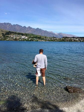 Villa Del Lago: The lake in front of the hotel (it's quite cold!)